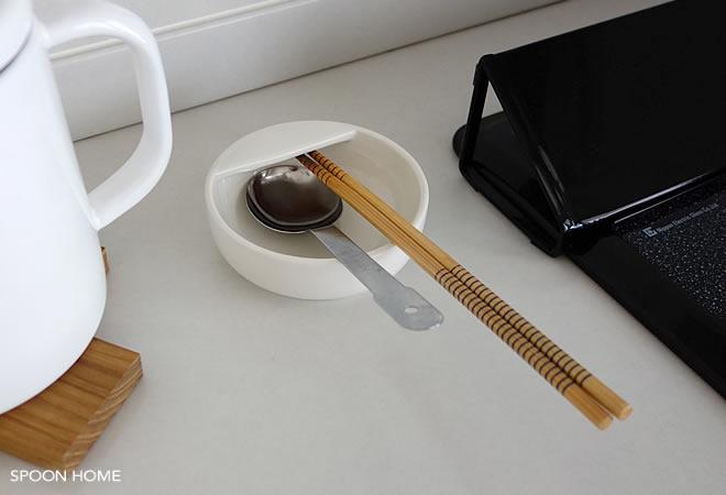 無印良品の買ってよかった商品「磁器ベージュお玉おき」のブログ画像
